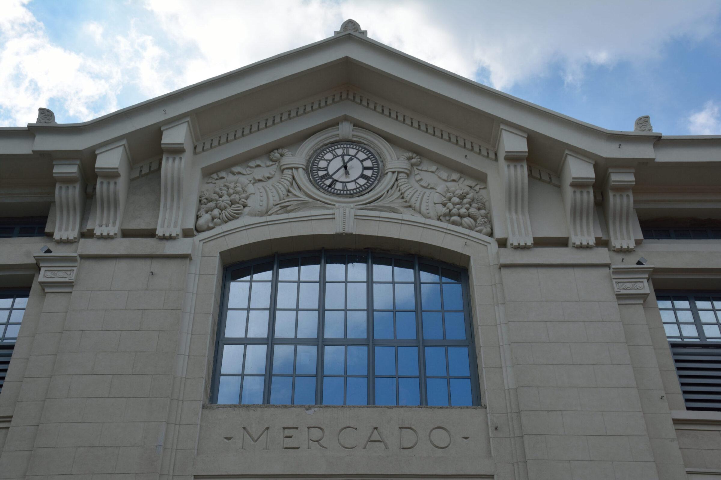 A facade clock in Cuba